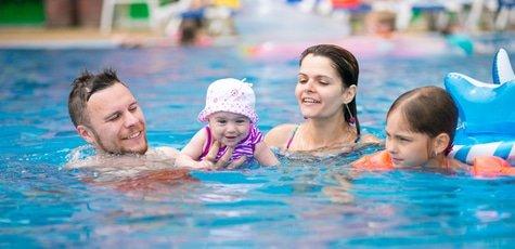 Занятия аквааэробикой для взрослых и детей