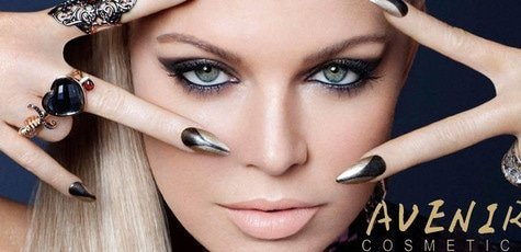 Fergie_singer_face_jewelry_manicure_make_up_100342_1680x1050