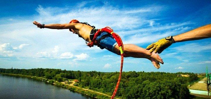 Скидка до 55% на головокружительный прыжок с пешеходного моста от компании «Rope Jumping Team Без Меж»