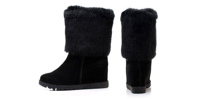 Скидка 25% на женскую обувь - замшевые сапоги в магазине «ТАУТОРГ»
