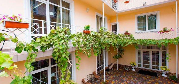 От 3 дней отдыха в отеле «Клумба» в центре Одессы