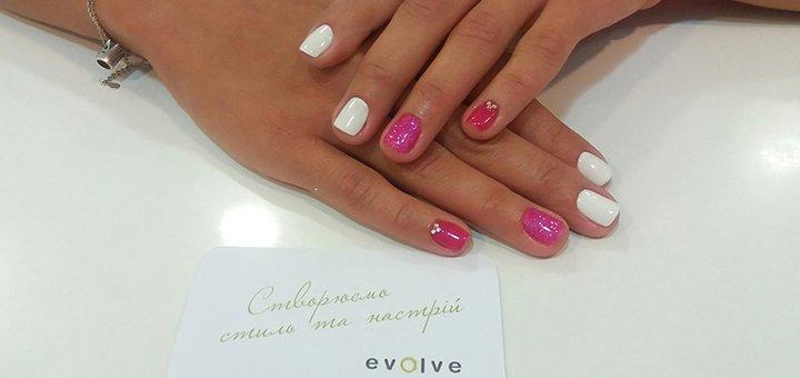 Маникюр, педикюр, покрытие гель лаком и массаж рук в студии красоты «Evolve salon&store»