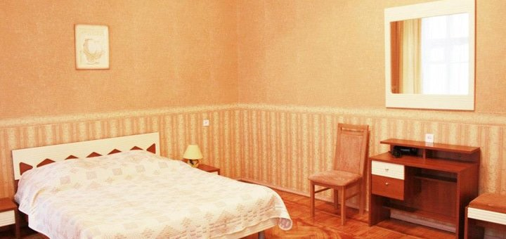 От 3 дней отдыха с завтраками в гостинице «Центральная» в центре Одессы