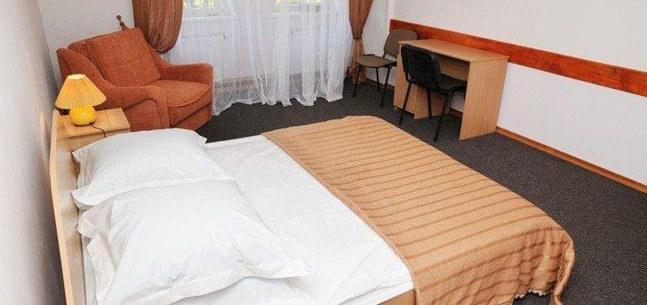 От 3 дней зимнего отдыха с питанием, бассейном и сауной в отеле «Рожанка» в Славском