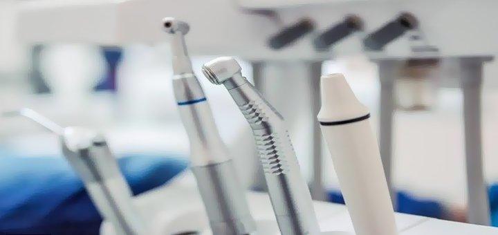 Установка фотополимерной пломбы и лечение кариеса в стоматологической клинике «Star-Dent»