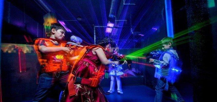 Игра в лазертаг для взрослых и детей от пейнтбольного клуба «Отаман» в ТРЦ Dream Town