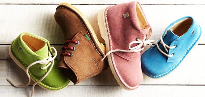 При покупке трёх пар детской обуви - бесплатная доставка в подарок