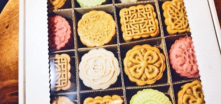 Любой кофейный напиток и любые десерты на выбор в «Mooncake&Coffee Cafe»