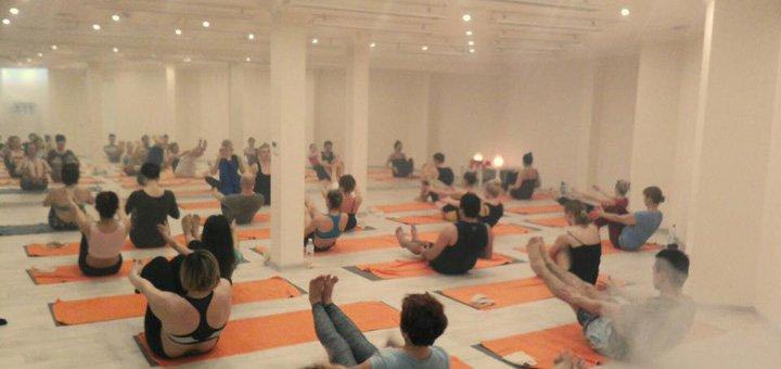 Абонемент на месяц безлимитных занятий горячей йогой в студии «YogaDome»