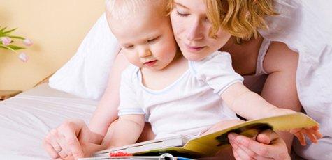 1459690566_baby-mom-reading