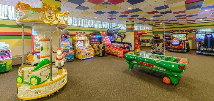 Безлимитная игра на аппаратах и посещение игровой зоны в развлекательном центре «Джуманджи»