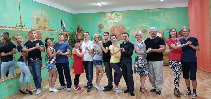 8 занятий латиноамериканскими танцами в школе танцев «#SLFdance»