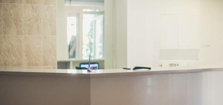 Ультразвуковая или комбинированная чистка лица с дополнительным уходом в клинике доктора Сычева