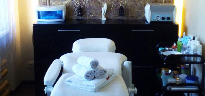 Маникюр, педикюр с покрытием гель-лаком и массажем рук в студии красоты «DMNK-style»
