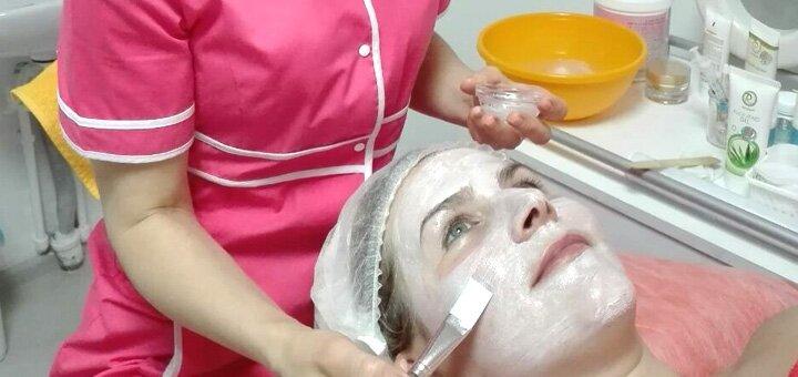 Омолаживающий массаж лица с пилингом и гиалуроновой сывороткой в салоне красоты «L-Studio»