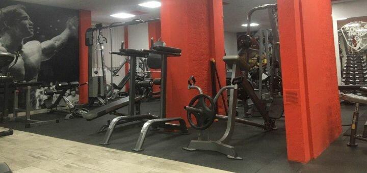 Скидка 50% на безлимитное посещение тренажерного зала в фитнес-клубе «Over the top»