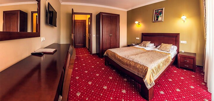 От 2 дней отдыха с завтраками для двоих в отеле «Дворик Лева» в Трускавце