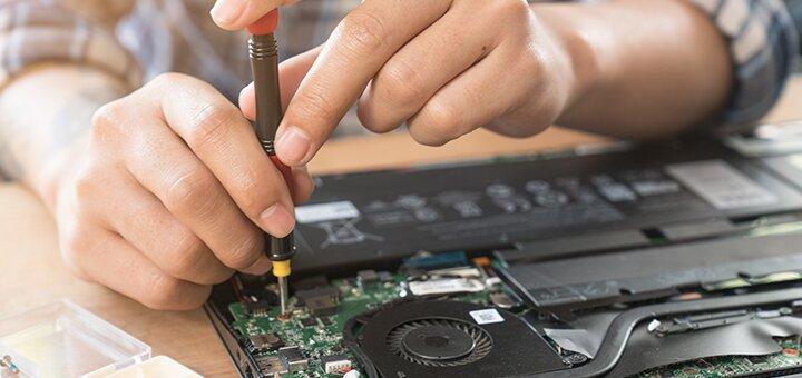Виклик комп'ютерного майстра від сервісного центру «Mr.Robot»